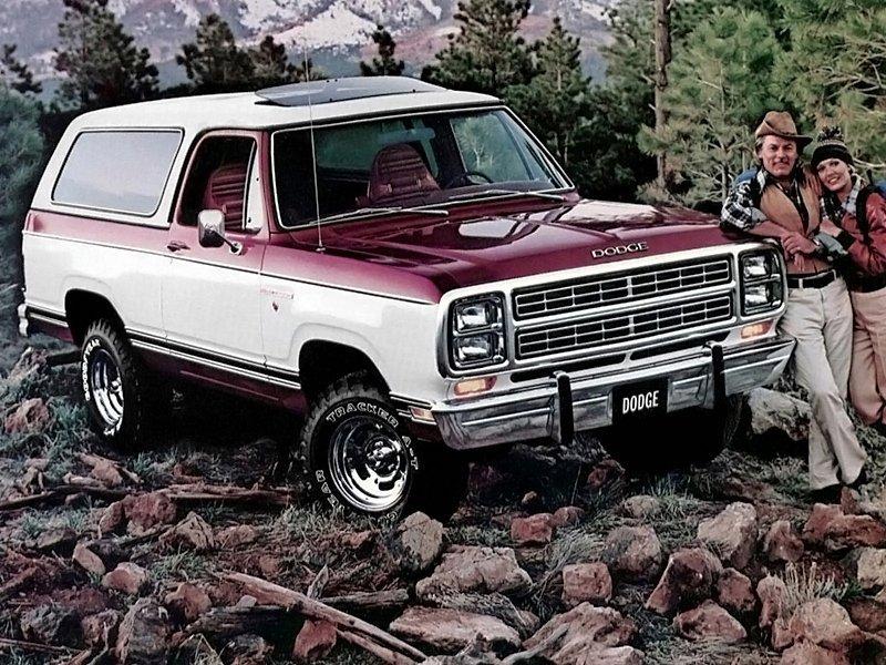 внедорожник Dodge Ramcharger