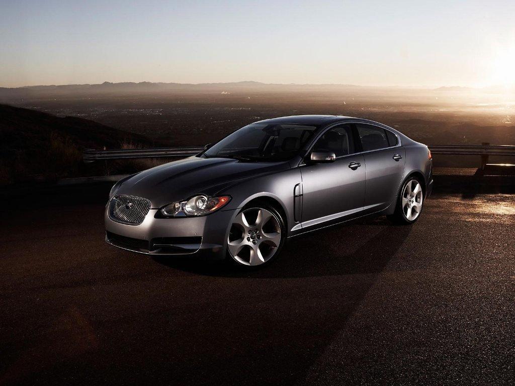 седан Jaguar XF