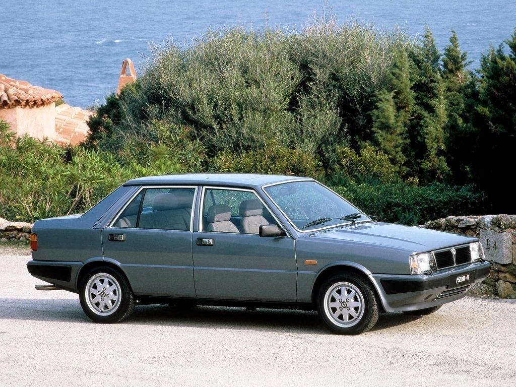 седан Lancia Prisma