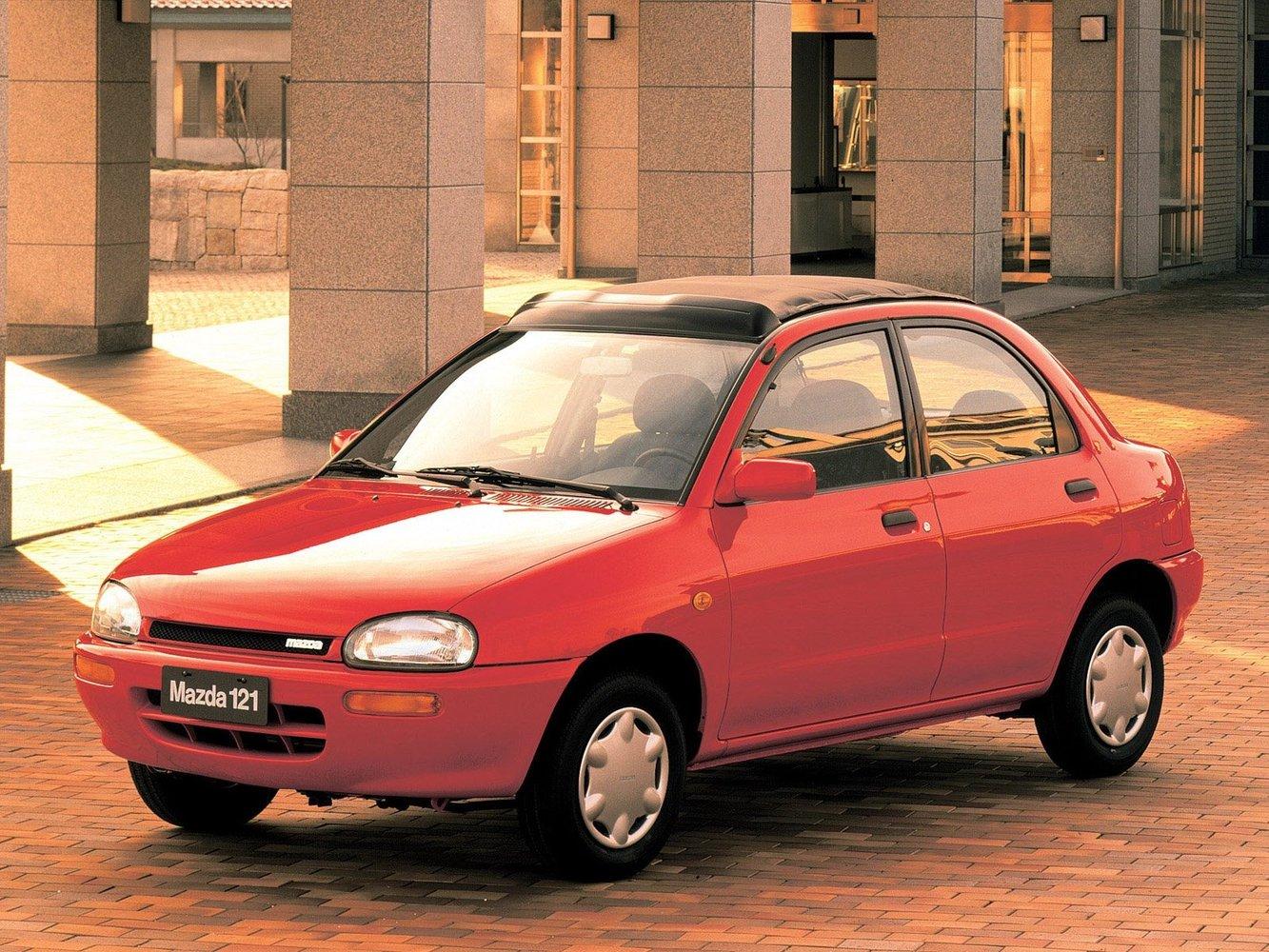седан Mazda 121
