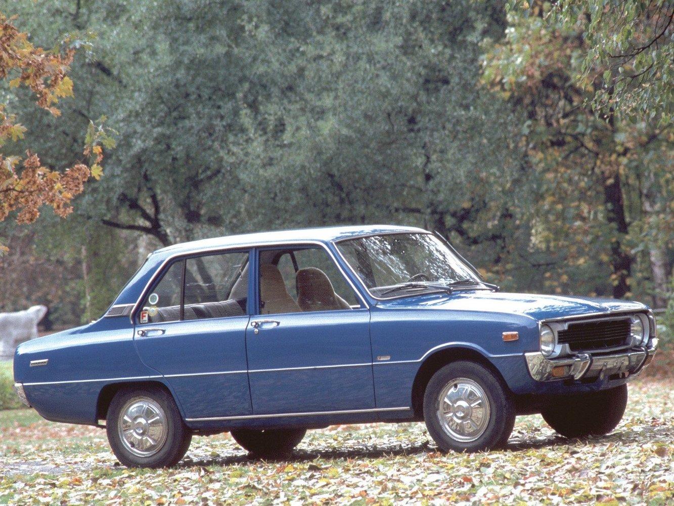 седан Mazda 1300