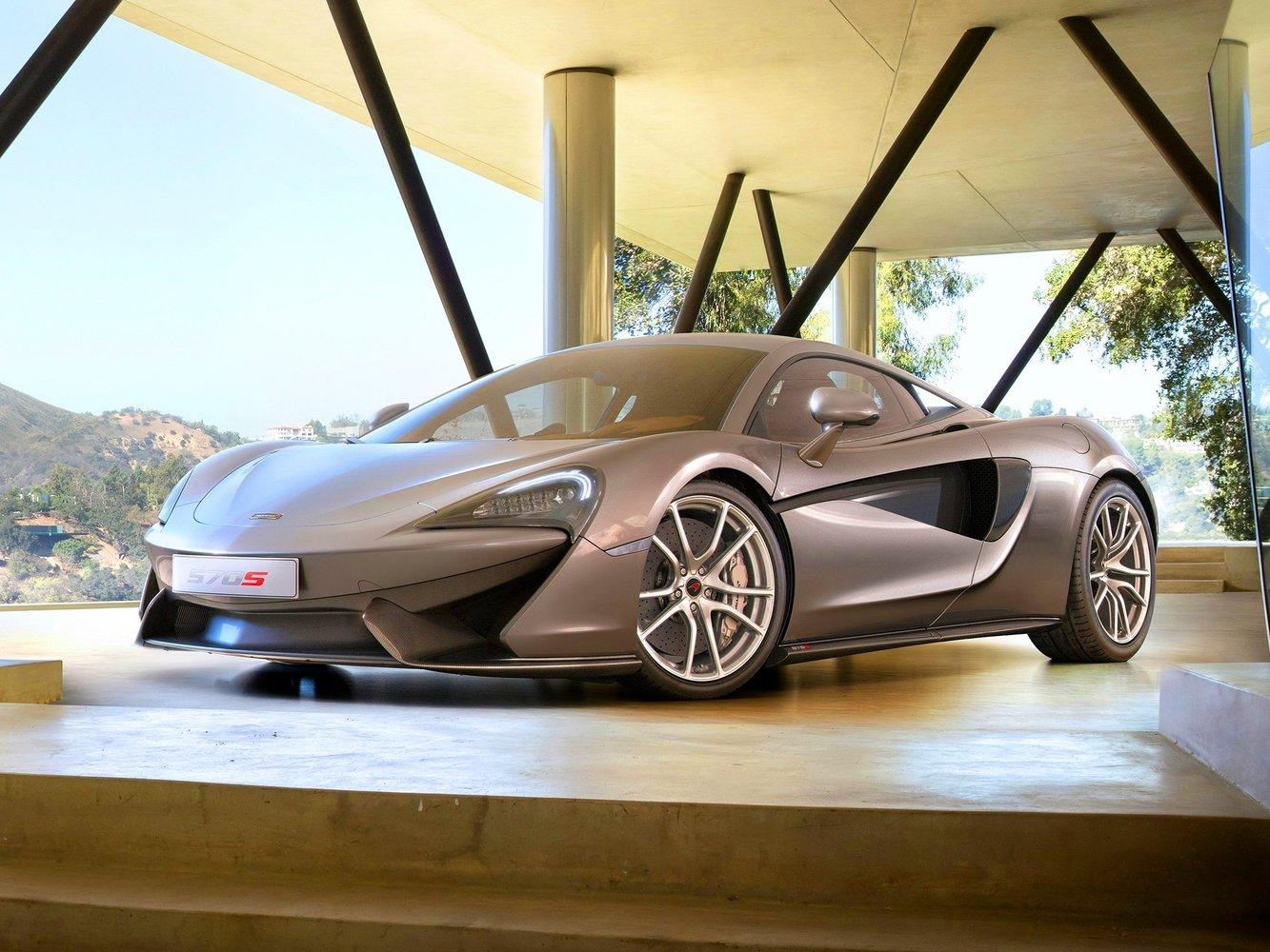 купе McLaren 570S