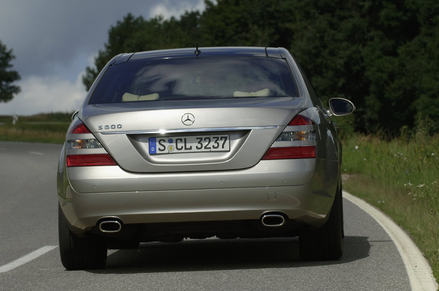 седан Long Mercedes-Benz S-klasse 2005 - 2009г выпуска модификация 3.0 AT (231 л.с.)