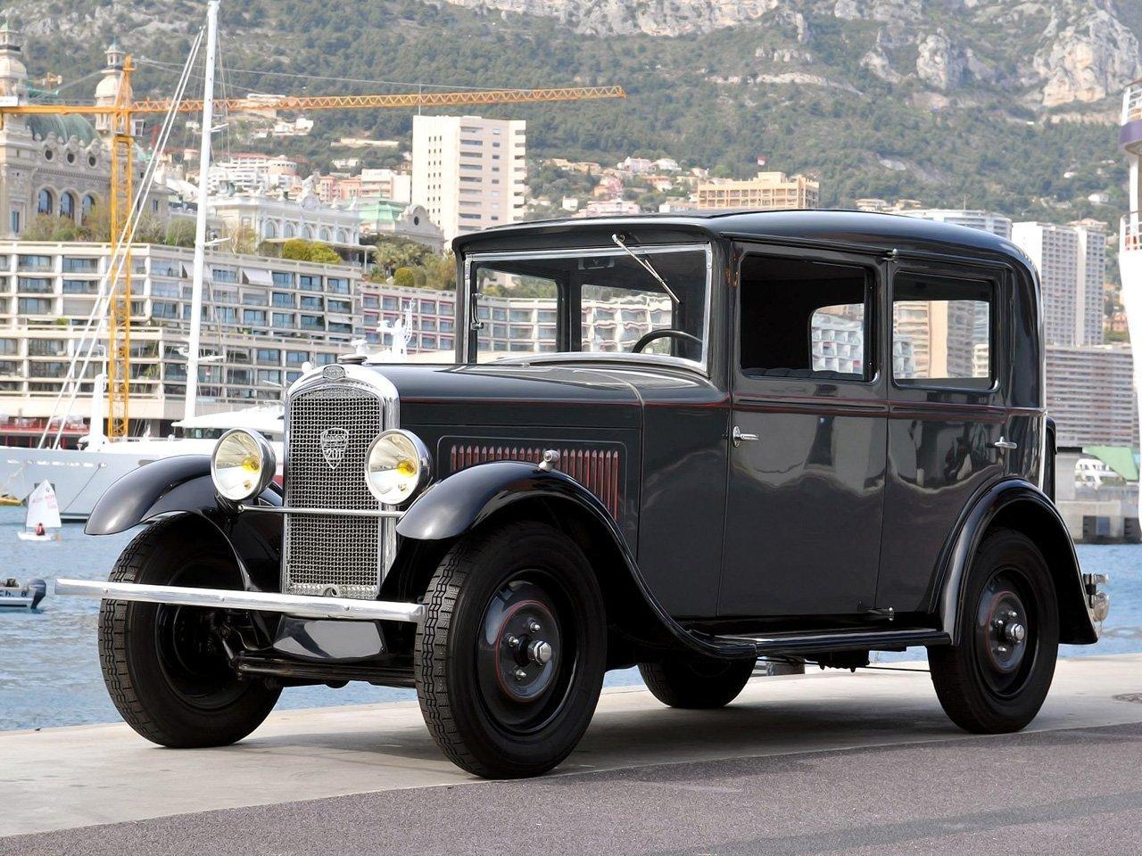 седан Peugeot 201