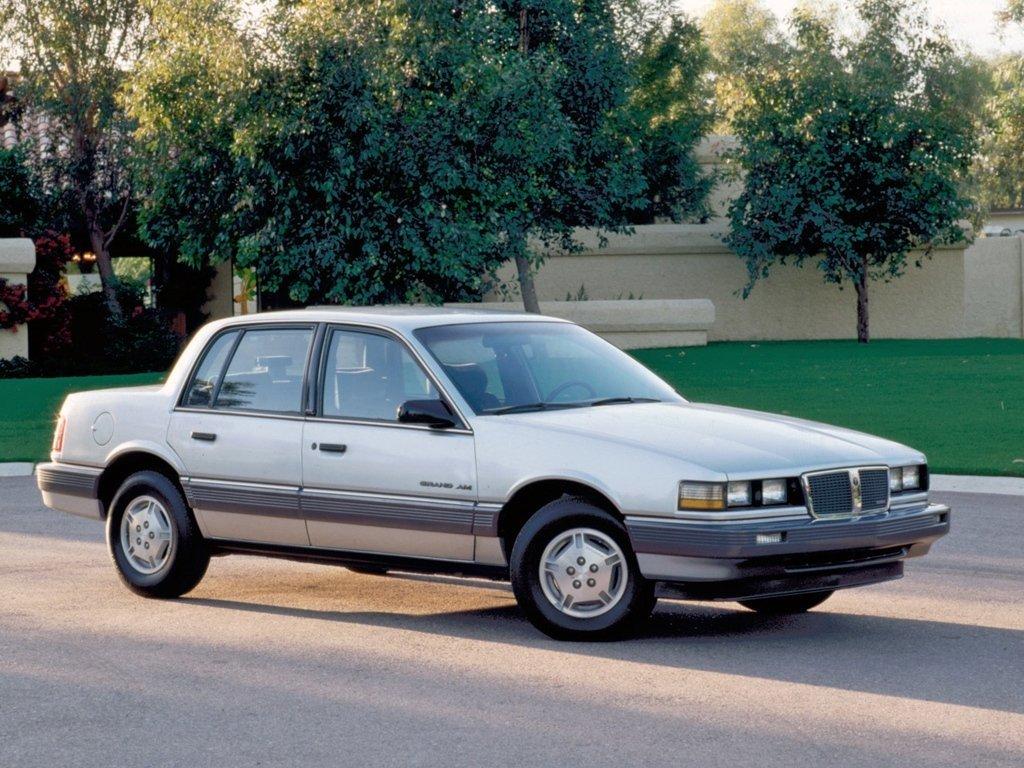 седан Pontiac Grand AM