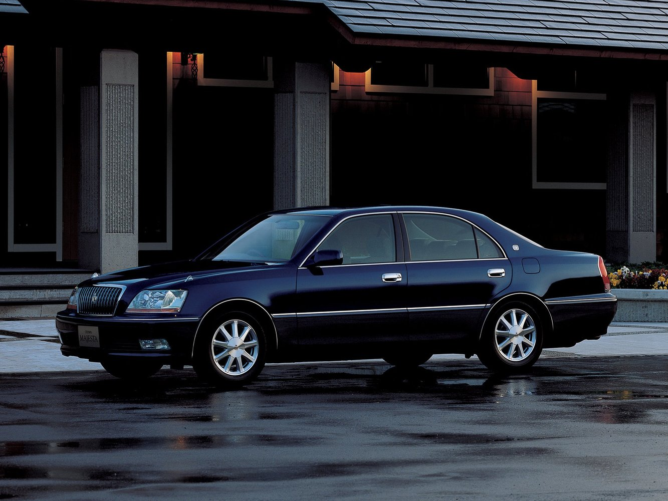 седан Majesta Toyota Crown Majesta 1999 - 2004г выпуска модификация 3.0 AT (220 л.с.)