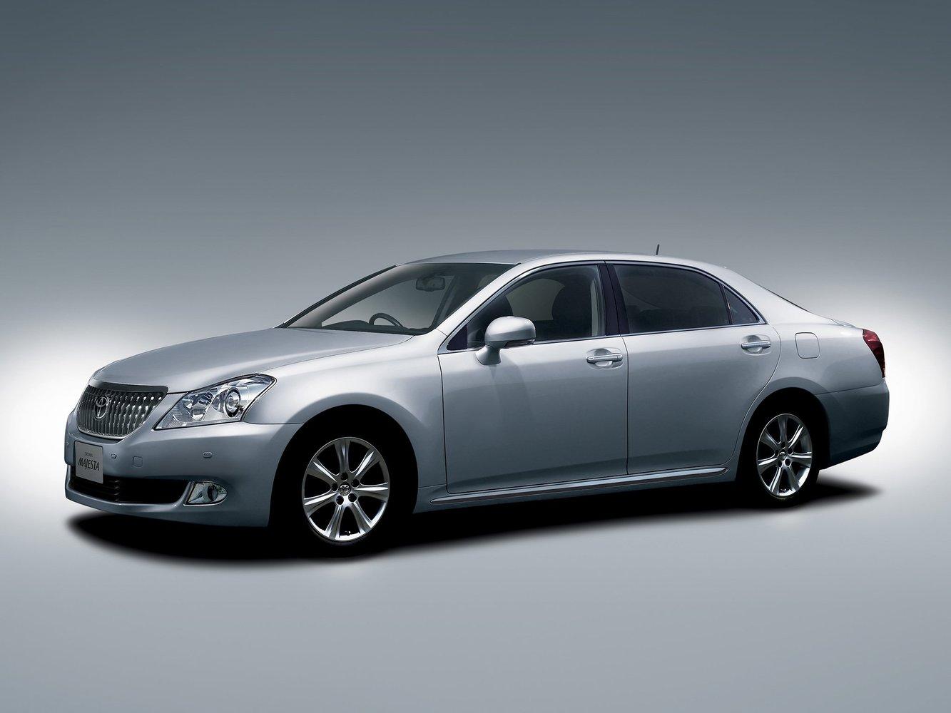 седан Toyota Crown Majesta