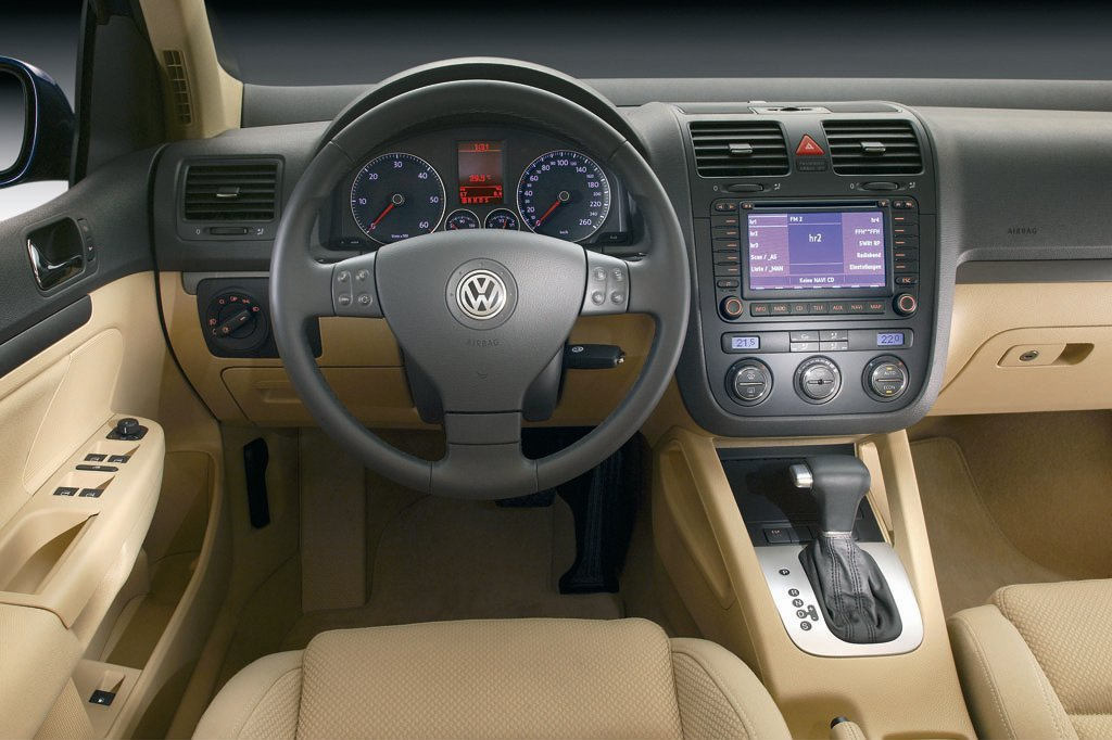 универсал Volkswagen Golf 2003 - 2009г выпуска модификация 1.4 AMT (140 л.с.)