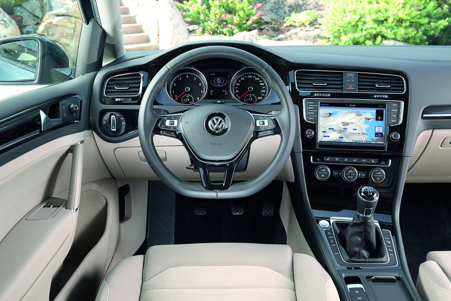 хэтчбек 3 дв. Volkswagen Golf 2013 - 2016г выпуска модификация 1.0 AMT (115 л.с.)