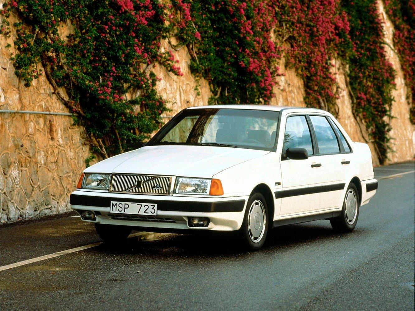 седан Volvo 460