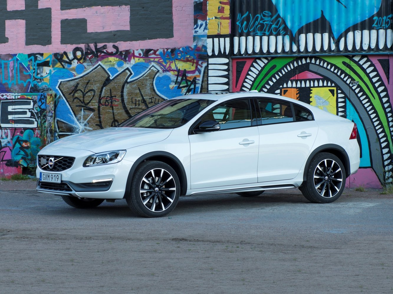 седан Volvo S60 Cross Country